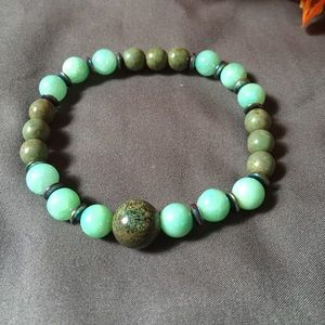 Jewelry - Green and teal stretch beaded bracelet